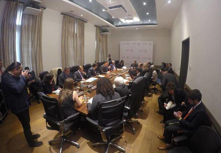 Imagen de la reunión de los comisionados de la CIDH y la Segob. (twitter/@CIDH)