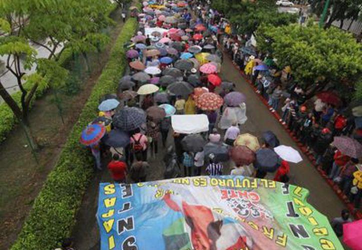 Marcha del movimiento magisterial en el lado poniente de la capital de Chiapas. (Notimex)