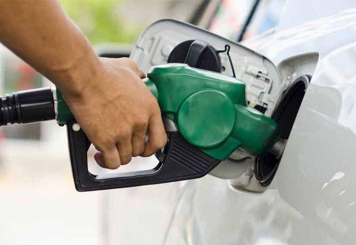 La gasolina en Chetumal fluctúa para el caso de la Magna entre los 16.94 pesos. (Contexto/Internet)