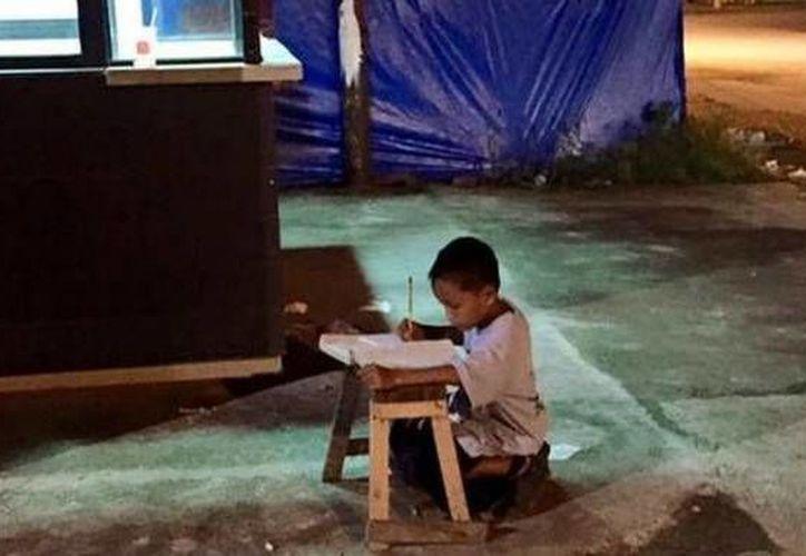 Esta es la fotografía del pequeño Daniel que llegó a todas partes del mundo e inspiró a muchas personas. (Twitter.com/@tntd)
