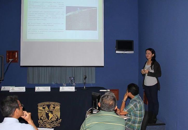 En el Foro realizado en el Cephcis de la UNAM en Mérida los participantes compartieron experiencias sobre sus proyectos científicos. (Cortesía)