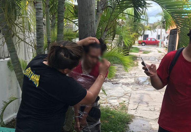 Duro escarmiento recibió una persona que presuntamente planeaba ingresar a local. (Foto:Redacción/SIPSE)