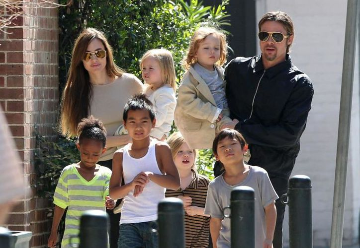 Aunque el proceso para dilucidar la custodia de los seis hijos de la pareja se ha tardado, por lo menos los actores han accedido a negociar. (Internet)
