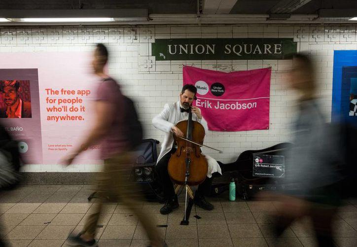 El metro de Nueva York, además de ser un medio de transporte es un sitio de interés para muchos turistas. (Getty Images)