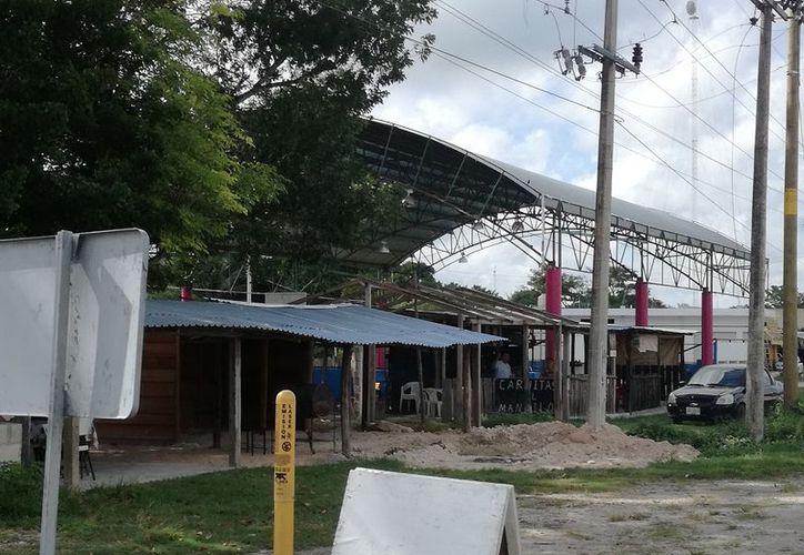 El comisario otorgó permisos a sus parientes para que ocupen el área, a pesar de que la cédula catastral está a nombre del Ayuntamiento. (Javier Ortiz/SIPSE)