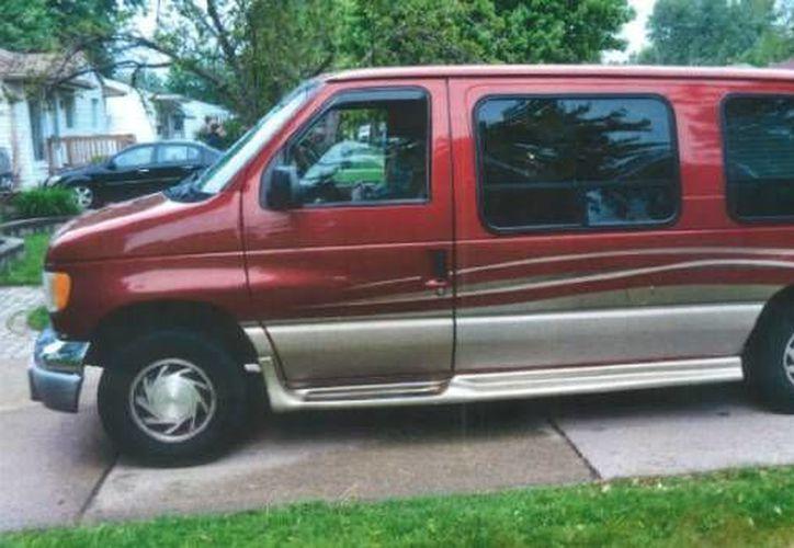 Las autoridades encontraron a Christine Gilbert en el asiento de copiloto de esta camioneta, con el cinturón de seguridad puesto y unos lentes para sol. (Foto proporcionada por el Departamento Policía de Warren)