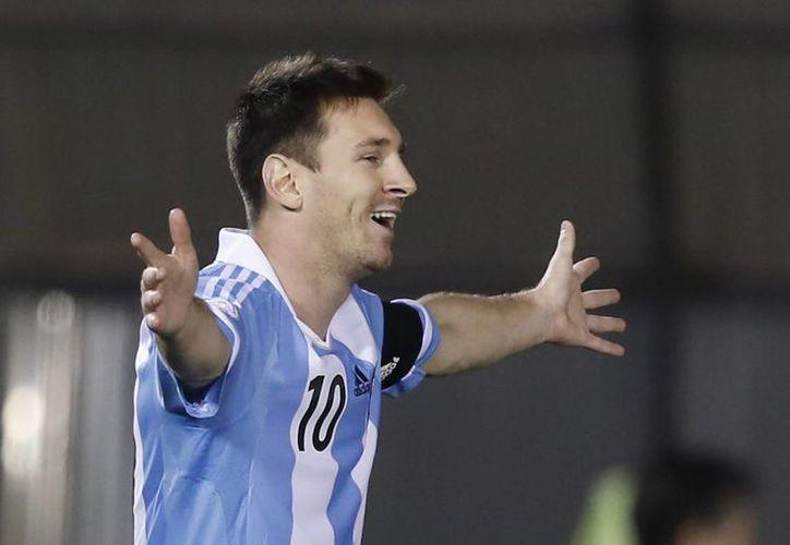 Los méritos de Messi en Europa   son muy reconocidos en su país, al cual solamente queda debiendo la Copa del Mundo. (Agencias)
