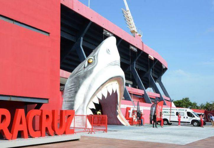 El Estadio Luis 'Pirata' Fuente presentó un conato de incendio provocado por una veladoras en los vestidores. (Foto: MexSport)