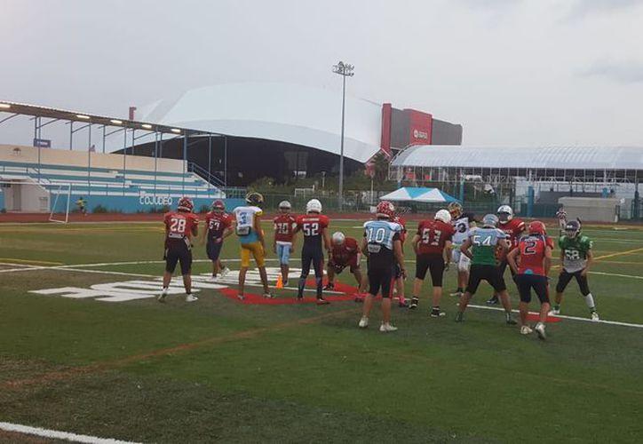 Los jugadores se preparan para enfrentar el campeonato. (Raúl Caballero/SIPSE)