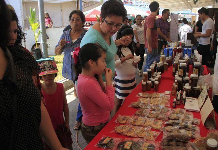 3 mil 500 visitantes llenaron las Villas Manatí donde se llevó a cabo la Feria del Coco de Chetumal. (Claudia Martín/SIPSE)