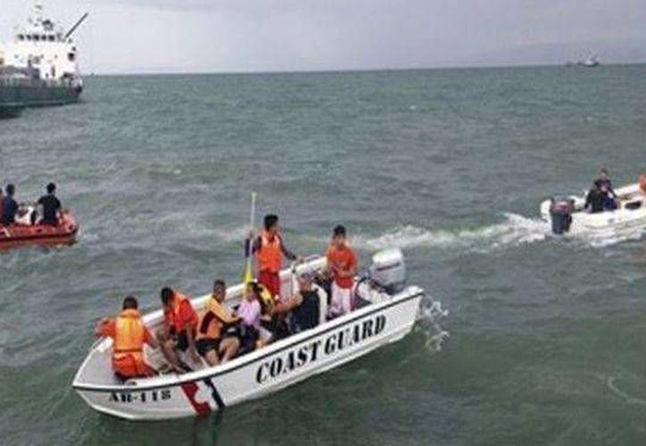 Un total de 23 chinos fueron rescatadas, seis siguen desaparecidos. Imagen de contexto del rescate de un naufragio. (Agencias/AP)