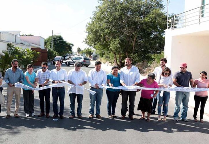Con una inversión de 2.2 millones de pesos, este lunes el alcalde de Mérida inauguró una obra vial que conecta la avenida de Villas La Hacienda con la del Instituto Patria  (Fotos: cortesía del Ayuntamiento de Mérida)