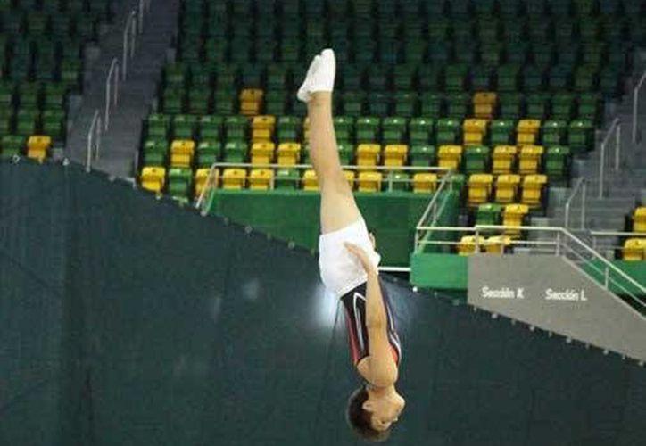 El Campeonato Nacional de Gimnasia Trampolín se realiza esta semana en el Polifórum Zamná. (Milenio Novedades)
