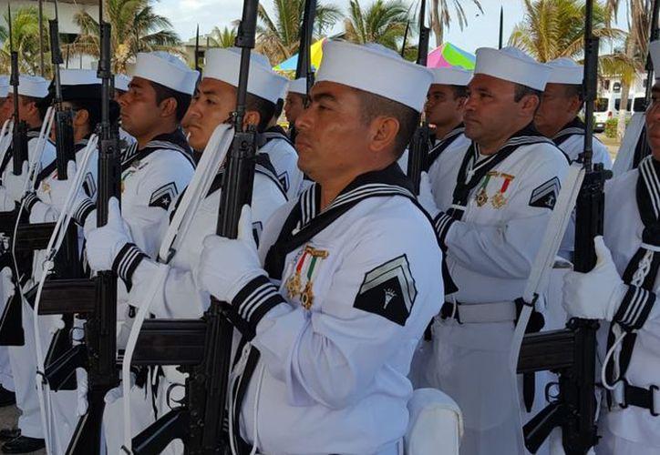 Conmemoran el Día de la Marina Nacional en Progreso. (Gerardo Keb/ Milenio Novedades)
