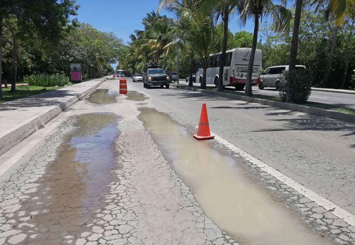 La única vialidad de la zona hotelera requiere de un proyecto mayor, para mejorar sus condiciones. (Paola Chiomante/SIPSE)