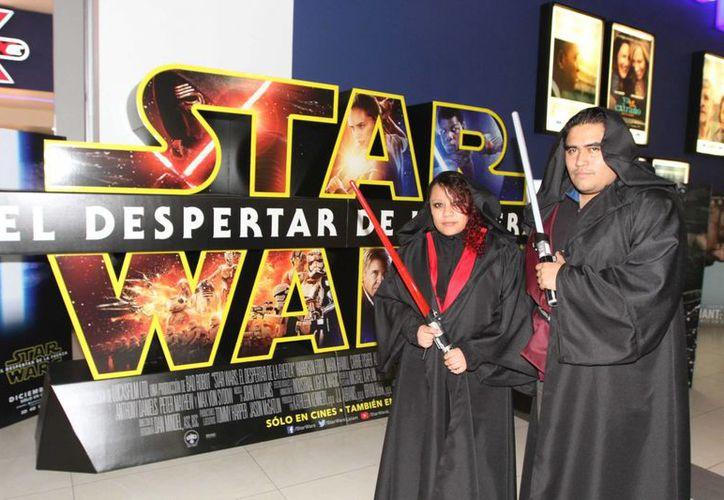 """La nueva entrega de Star Wars ha sido, en cuestión de taquillas, contundente. """"El despertar de la fuerza"""" se convirtió en el primer filme en obtener más de 100 millones de dólares en un solo día. (Archivo de Notimex)"""