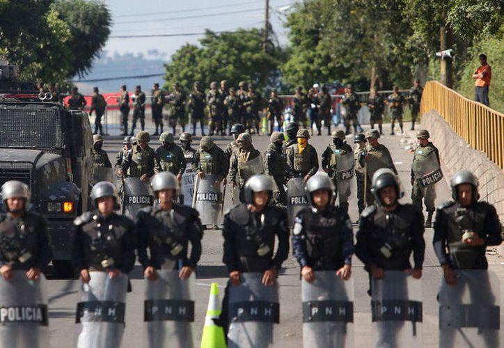Agentes de la Policía de Honduras se declararon en huelga por la crisis política en el país e incumplimiento de su salario. (Foto: Reuters)