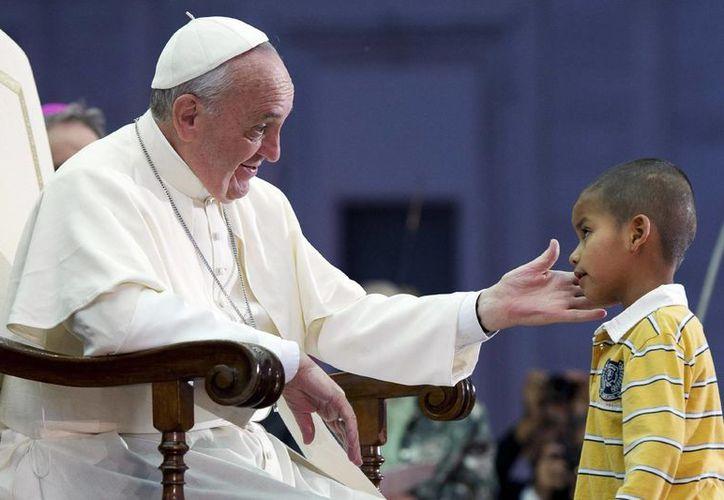 Ante el gran número de denuncias de abusos de sacerdotes contra niños, el papa Francisco creóen 2013 una comisión para proteger a los infantes. (Archivo/AP)