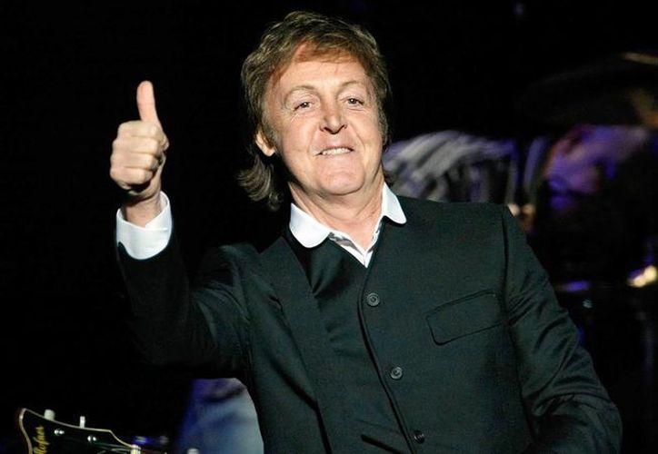 Paul McCartney ha dicho que dejó de fumar marihuana por respeto a su hija; no obstante, mantiene una postura a favor de su legalización. (radionica.rocks)