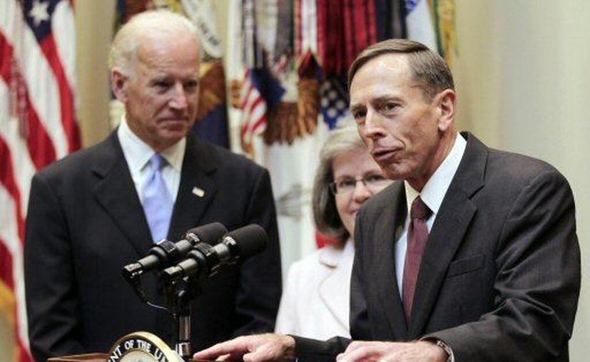 """Petraeus admitió haber mostrado un criterio """"extremadamente pobre"""". (Agencias)"""