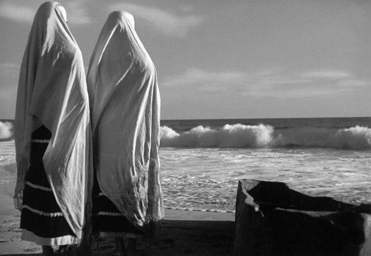 """Una escena de la película """"La Perla """" dirigida por Emilio """"El Indio"""" Fernández con la dirección de cámara de Gabriel Figueroa en una fotografía sin fecha proporcionada por el Museo de Arte del Condado de Los Angeles. (Agencias)"""