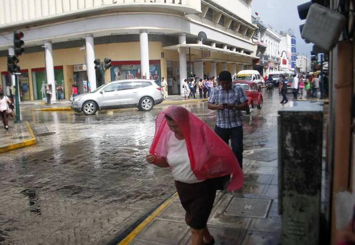 Una vaguada en el occidente de la región ocasionará cielo despejado a medio nublado y probabilidades de lluvias con intervalos de chubascos en el norte y oriente del Estado. (Archivo SIPSE)