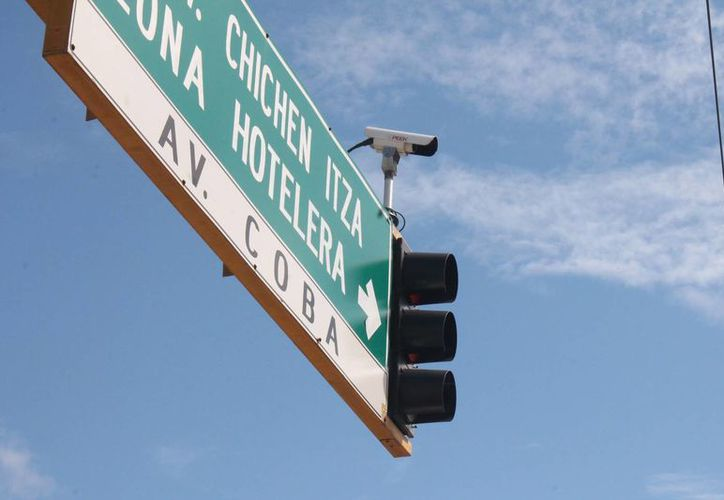La humedad y el salitre han dañado las cámaras de vigilancia. (Israel Leal/SIPSE)