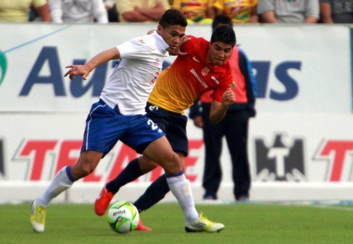 El partido entre Cruz Azul y Morelia fue uno de los dos que decidieron a semifinalistas el domingo. (Notimex)