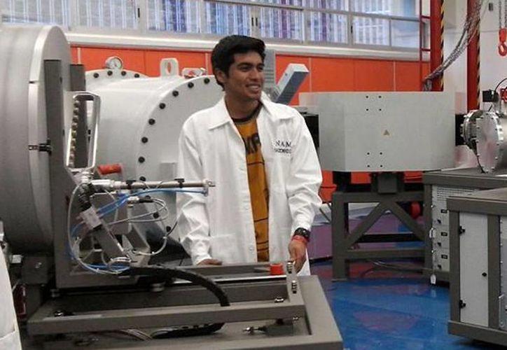 Cristóbal Miguel García Jaimes tardó casi nueve meses en hacer el colisionador. (Foto tomada del Facebook de Cristóbal Miguel García Jaimes)