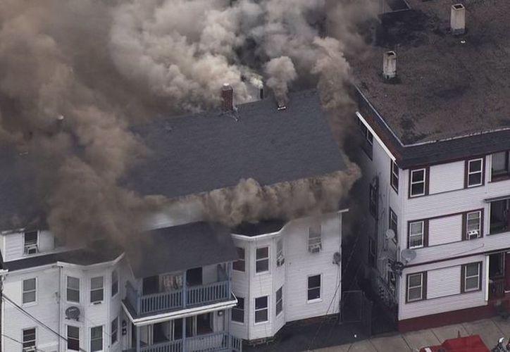 """Varios vecinos de la zona reportaron """"un fuerte olor a gas, antes de las explosiones"""", en la región del Valle Merrimack de Massachusetts. (Vanguardia MX)"""