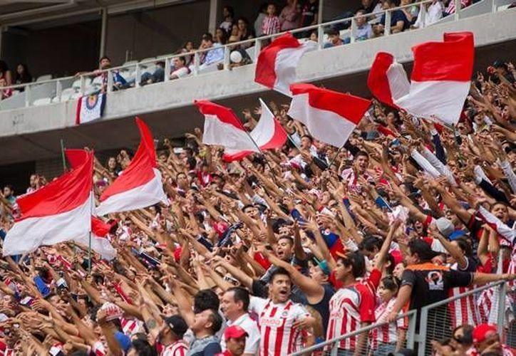 Los aficionados de Chivas y Atlas protagonizaron riñas en centros comerciales y en zonas aledañas al estadio de chivas.(Foto tomada de Mediotiempo)