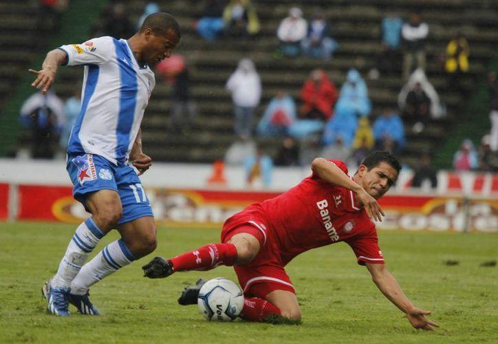 En un partido pasado por agua y mala actuación del árbitro Jorge Antonio Pérez Durán, empatan a un gol Diablos Rojos y La Franja. (Notimex)