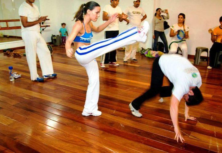 Este deporte ayuda a mejorar la flexibilidad del cuerpo a través de diversas técnicas que también mejoran la rapidez. (Daniel Pacheco/SIPSE)