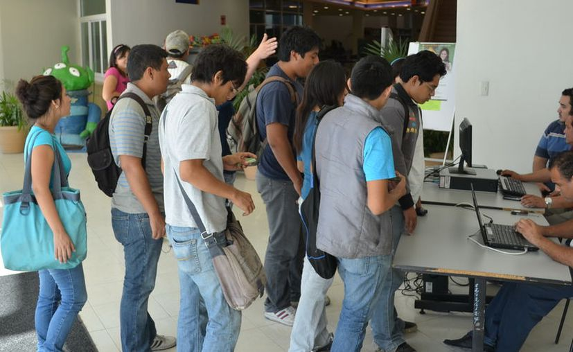 La mayoría de los alumnos que intenta ingresar a la Uady es rechazado, pues la institución sólo cuenta con siete mil lugares en bachillerato y licenciatura, pero los aspirantes superan los 17 mil. (Archivo)