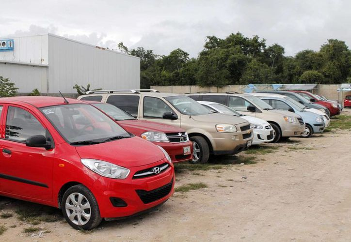 La renta de un vehículo es conveniente cuando el costo del transporte es elevado, ya que ayuda a disminuir el gasto de transporte. (Israel Leal/SIPSE)