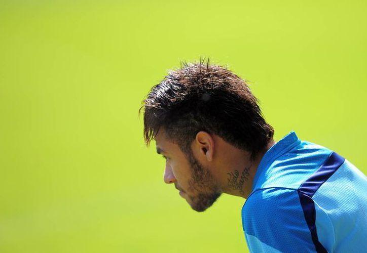 Sobre Neymar, de 22 años, pesan las esperanzas de Brasil de coronarse campeón del mundo por sexta ocasión. (AP)
