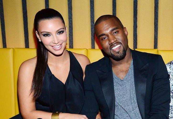 Para olvidar a su exnovia, Kim Kardashian obligó a su actual esposo Kanye West a bañarse hasta 30 veces. (hollywire.com/Foto de archivo)