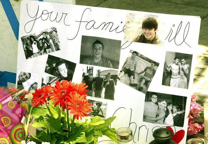 Fotos de Christopher Michael Martínez, una de las víctimas del tiroteo perpetrado por Elliot Rodger. (EFE)