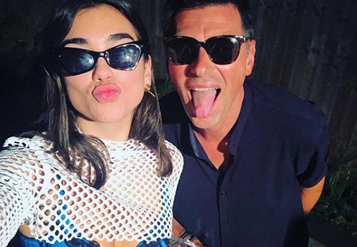 Dua heredó el amor por la música a su padre, quien tenía una banda de rock. (Instagram)