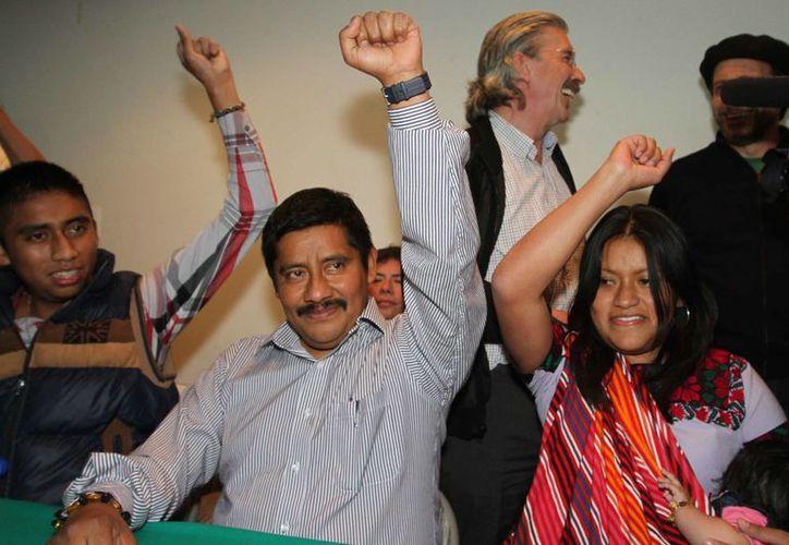 Patishtán fue recibido por decenas de personas. (Notimex)