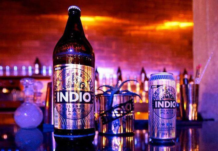 Durante la presentación de la cerveza Indio Pilsner Plata se informó que saldrá a la venta el próximo 29 de enero. (twitter/@MonchiTime)