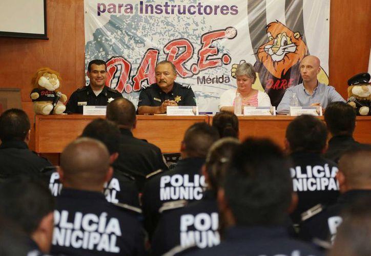 La ceremonia de clausura del Seminario para Instructores D.A.R.E. Nivel Preparatoria, realizado en Mérida. (SIPSE)