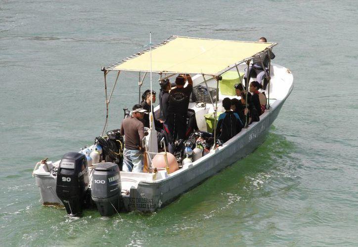 Vigilan que las embarcaciones no anclen en la zona de El Meco. (Israel Leal/SIPSE)