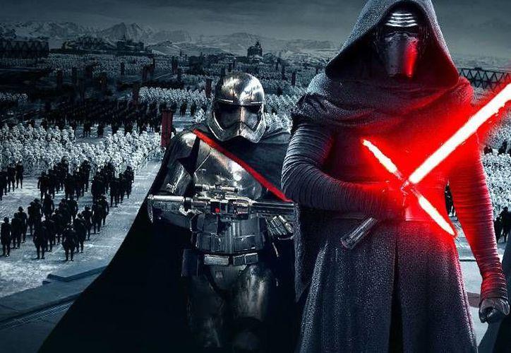 Una escena de 'Star Wars: The Force Awakens'.  La preventa de entradas en Estados Unidos batió todos los récords ya que en su primer día recaudó más de seis millones de dólares. (Disney y Lucasfilm)