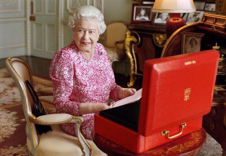 Foto de julio de 2015, proporcionada este martes 8 de septiembre por el Palacio de Buckingham, que muestra a la reina Isabel II. (Foto de Mary McCartney/Reina Isabel II vía AP)