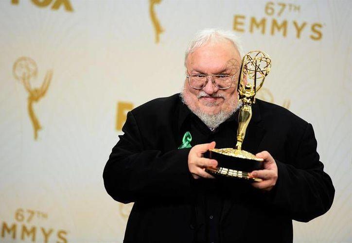 A pesar de que el escritor George R.R. Martin afirmó que sigue avanzando con la sexta entrega de 'Game of Thrones' (The Winds of Winter), aún se desconoce su fecha de publicación como del séptimo y definitivo volumen, Dream of Springs. (Archivo EFE)
