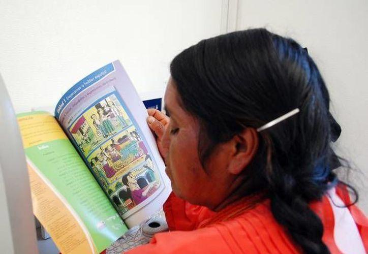 Los directores del Ieaey y del Conalep en Yucatán firmaron un convenio relacionado con la Campaña Nacional de Alfabetización. (Notimex)