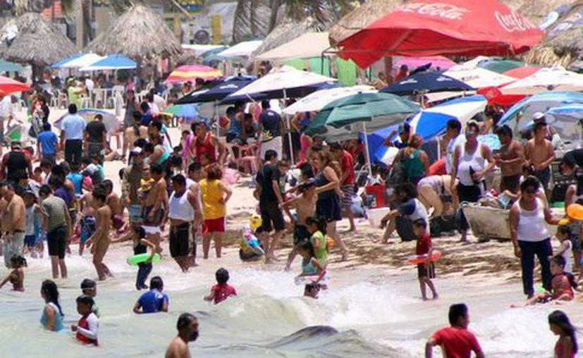 Los hoteleros ofrecen paquetes y promociones para atraer a los turistas locales y nacionales. (Milenio Novedades)