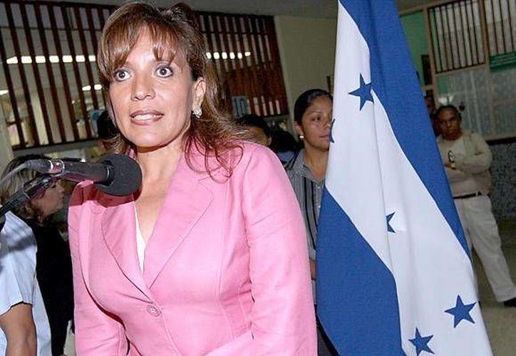 De ganar la Presidencia, Xiomara Castro tendrá siempre la sombra del golpe de Estado a su marido Manuel Zelaya. (todanoticia.com)