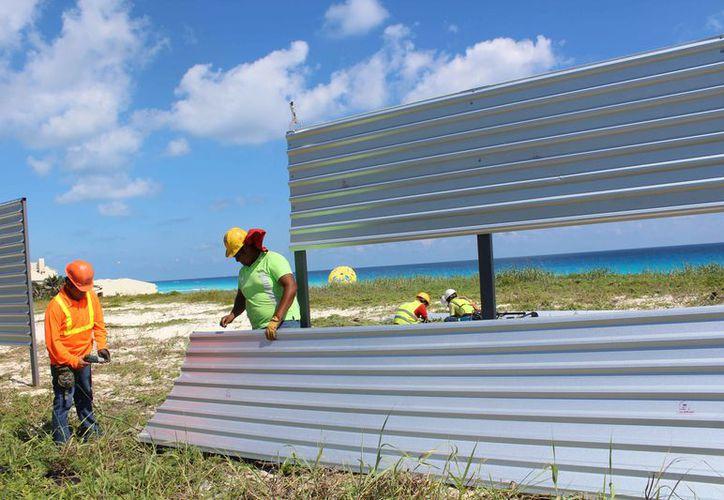 El predio donde se construirá el hotel se ubica a un costado de Playa Delfines. (Alejandro García/SIPSE)